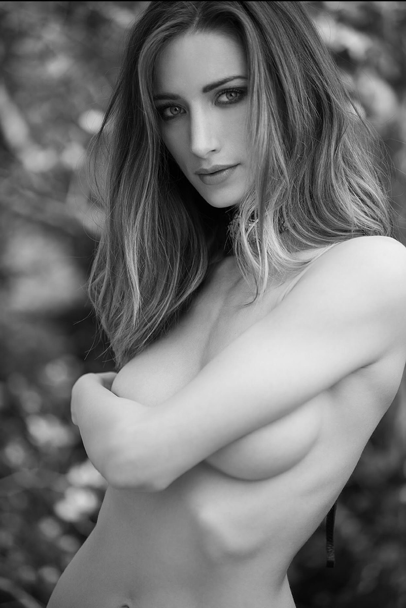 Female model photo shoot of Elizabeth Lyran by Paris Photography