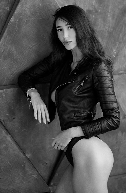 Female model photo shoot of Natasha Cherry
