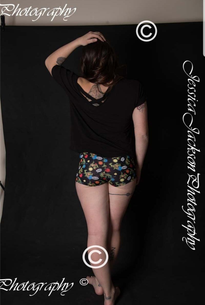 Female model photo shoot of Tattedbunnie34