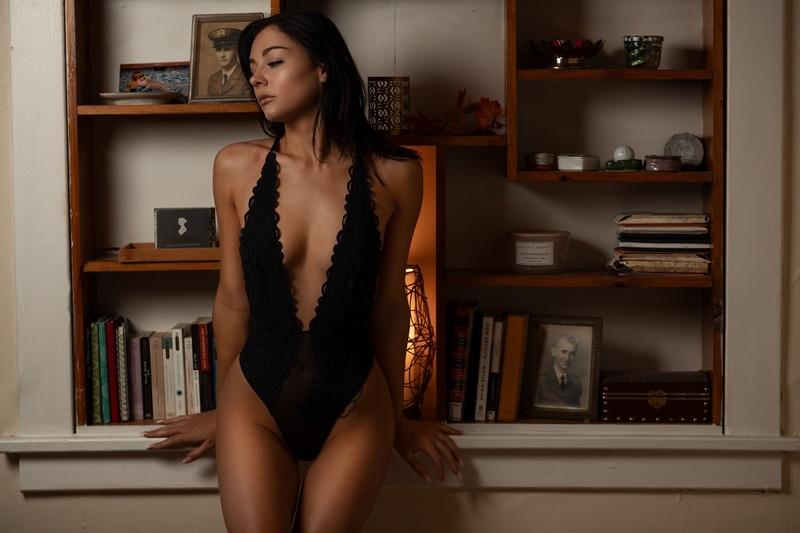 Female model photo shoot of Leslie K in Seattle, Washington