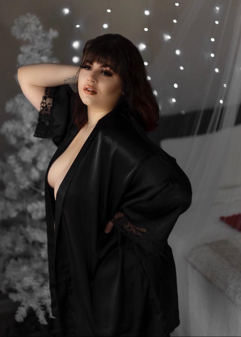 Female model photo shoot of Samantha G Huffstickler