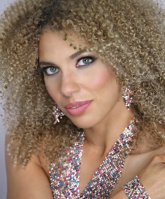 Female model photo shoot of Arielle Freytag