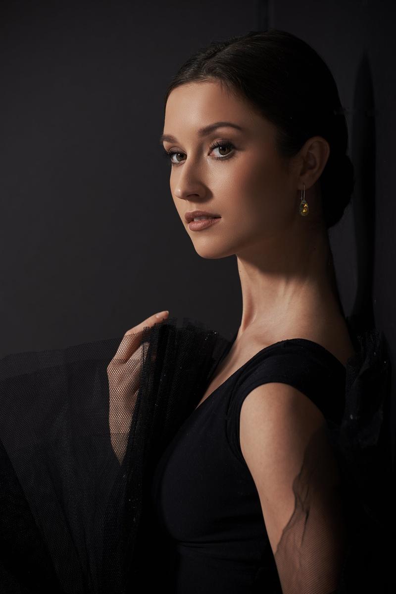Female model photo shoot of JuliaPochko
