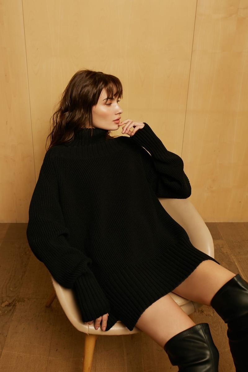 Female model photo shoot of rsstory