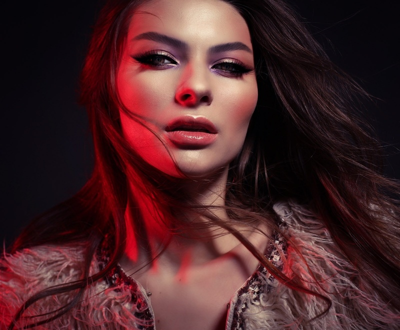 Female model photo shoot of Anna Becker