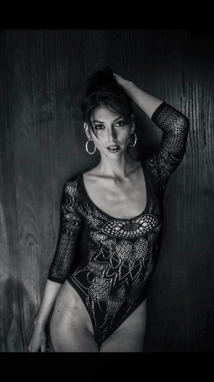Female model photo shoot of Helenthemodel