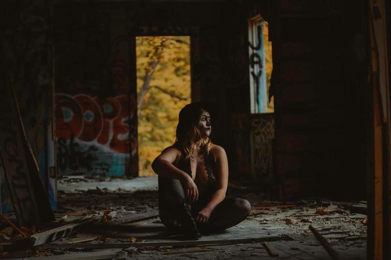 Female model photo shoot of JeniferLyn