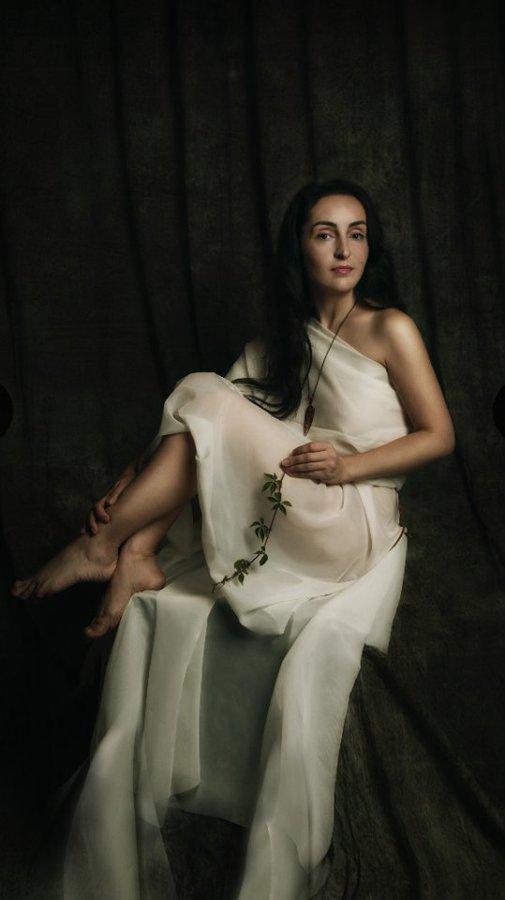 Female model photo shoot of DiDevi