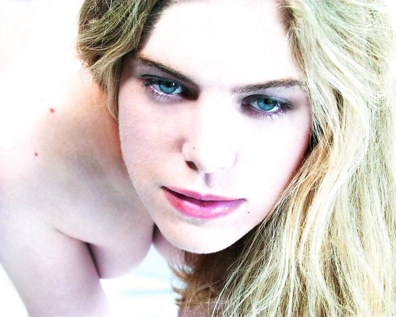 Male model photo shoot of Sensuma