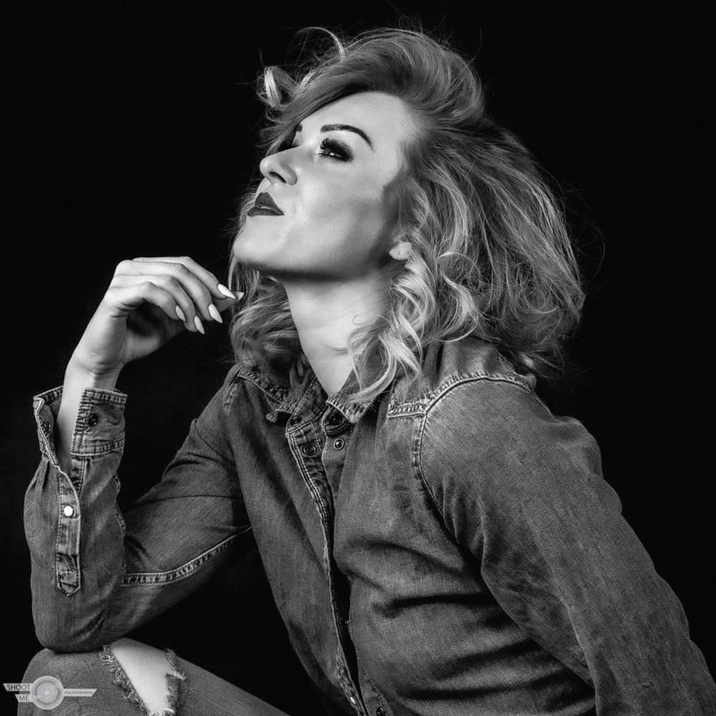 Female model photo shoot of Margo87