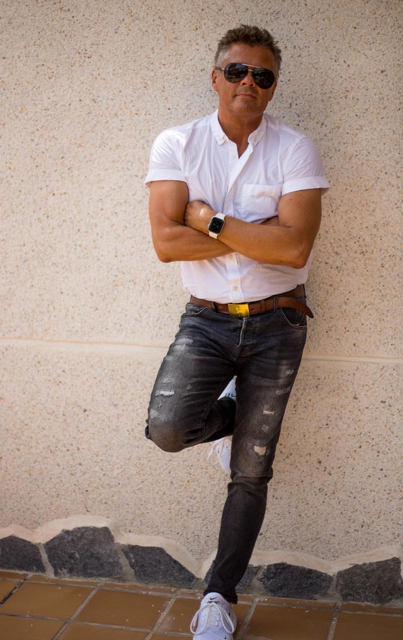 Male model photo shoot of Tegnerm