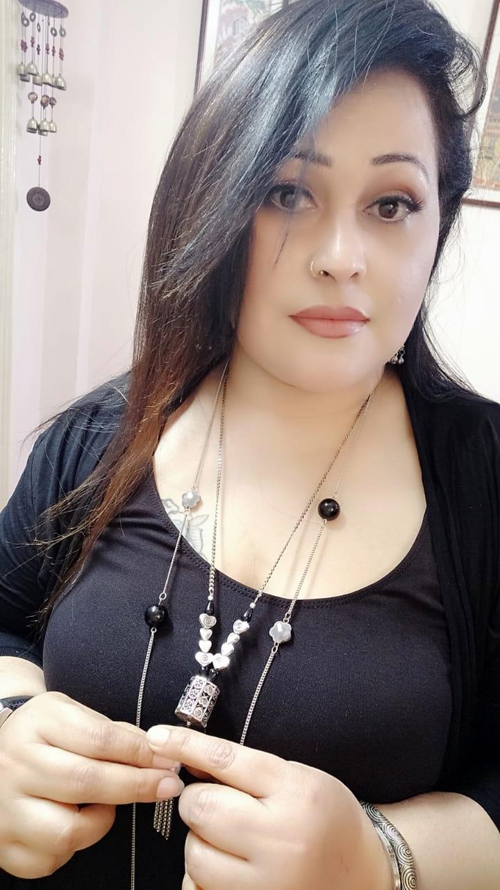 Female model photo shoot of PLUS MODEL pinky in kolkata