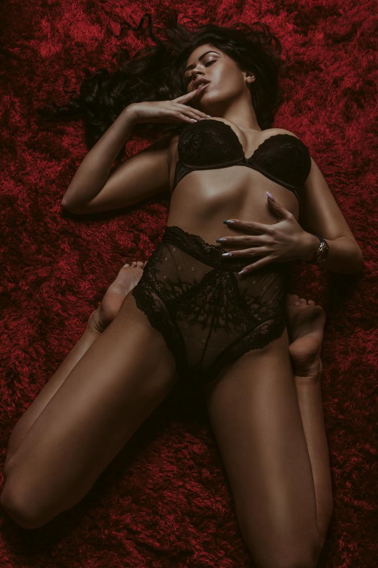 Female model photo shoot of VicVicious