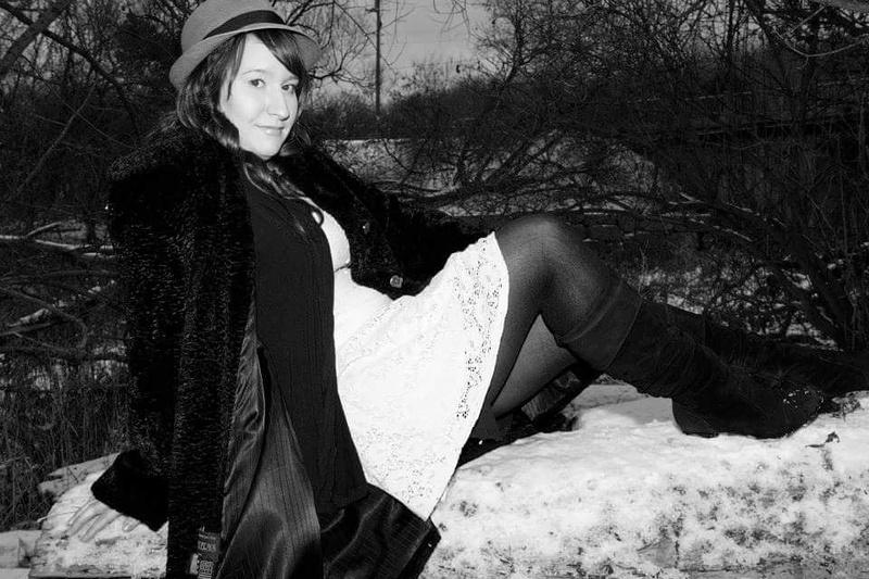 Female model photo shoot of Elizabeth20