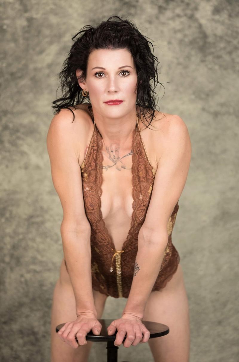 Female model photo shoot of Lauren_model86