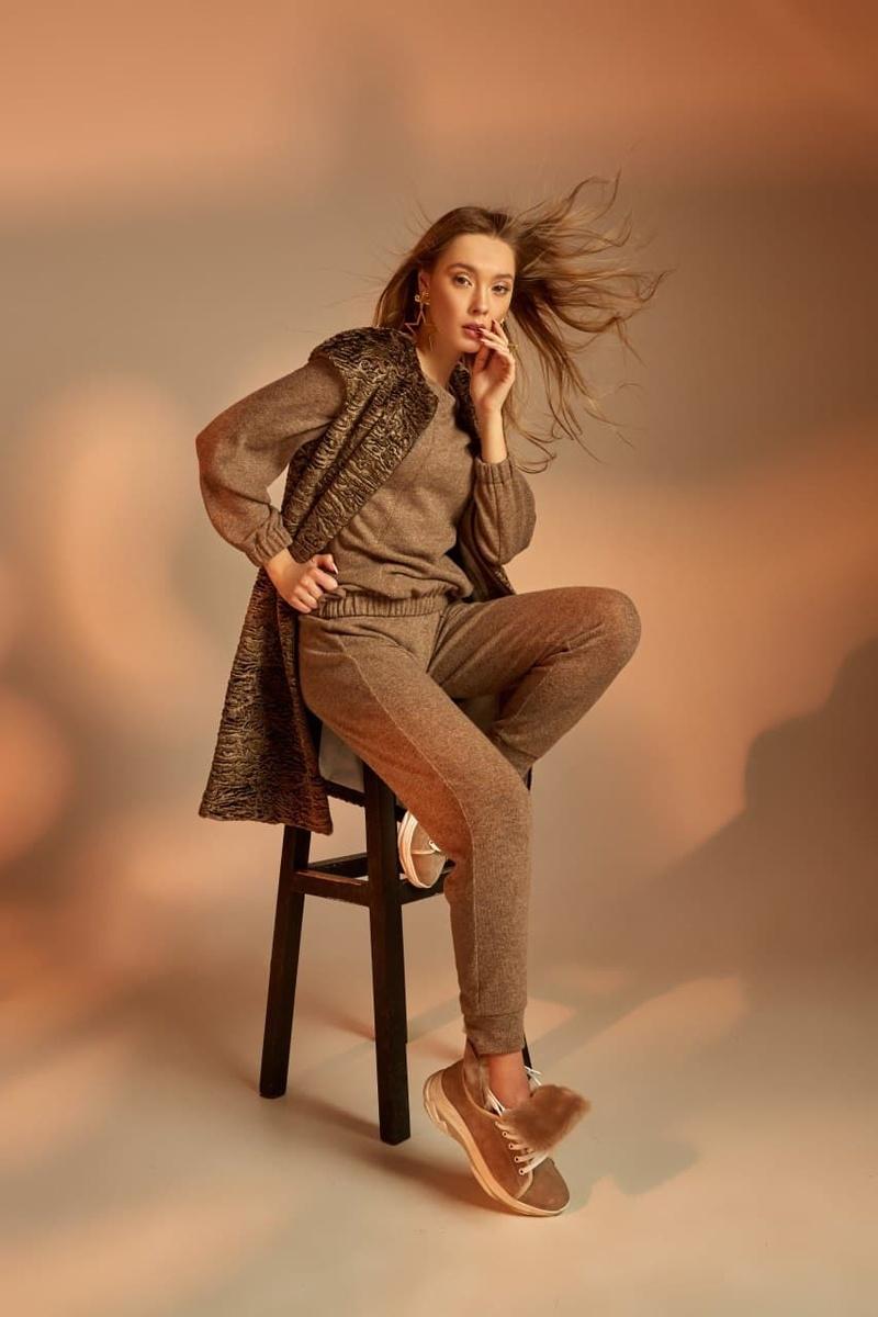 Female model photo shoot of Retoucherry