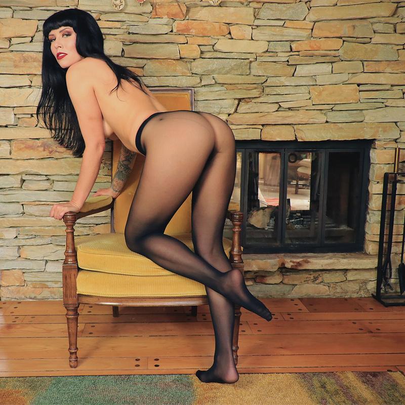 Female model photo shoot of Daphney Rose