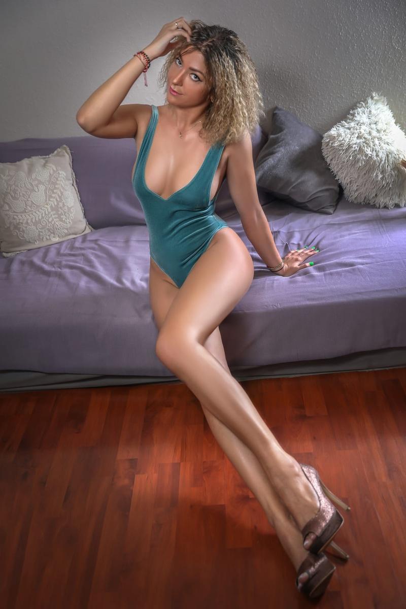 Female model photo shoot of Michelleeeee