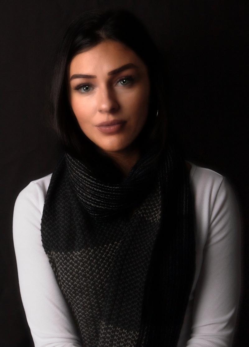 Female model photo shoot of Jueles