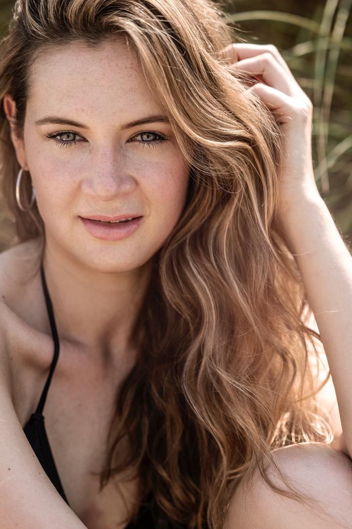 Female model photo shoot of Emily Haynes