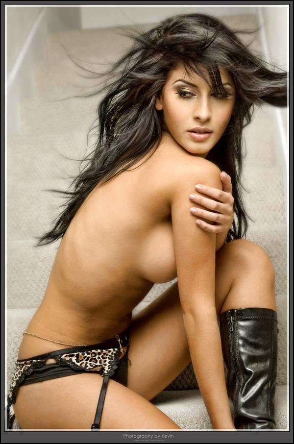 http://photos.modelmayhem.com/potd/entrants/080930/potd-080930-3719-big.jpg