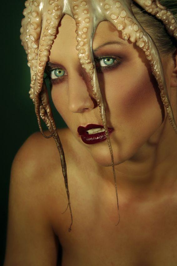 http://photos.modelmayhem.com/potd/entrants/090208/potd-090208-33344-big.jpg