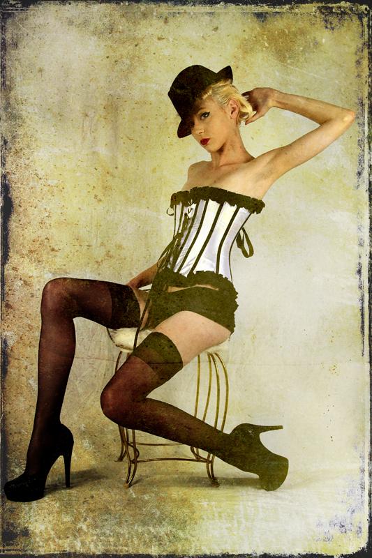 http://photos.modelmayhem.com/potd/entrants/121116/potd-121116-497247-big.jpg