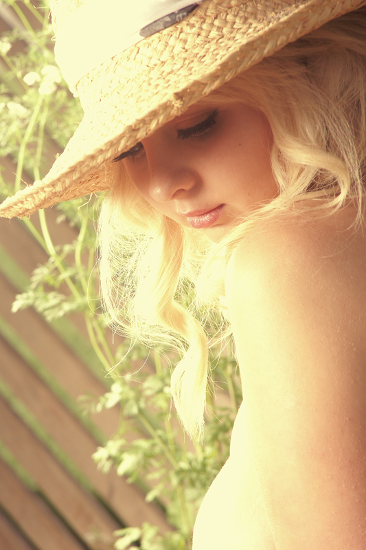 http://photos.modelmayhem.com/potd/entrants/130109/potd-130109-505516-big.jpg