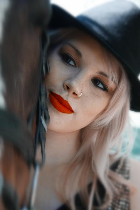 http://photos.modelmayhem.com/potd/entrants/130208/potd-130208-510544-big.jpg