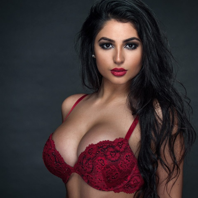 Beirut Escorts Enjoy Sex With Her Client In Lebanon